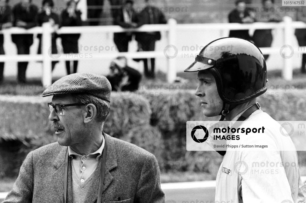 Dan Gurney (USA) Porsche (right), with Porsche team manager Fritz Huschke von Hanstein (GER), ran strongly in the race but dropped out with gearbox trouble. Dutch Grand Prix, Zandvoort, 20 May 1962.