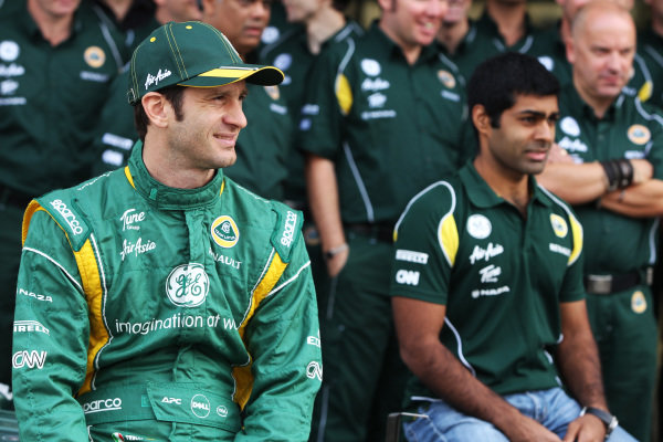 (L to R): Jarno Trulli (ITA) Team Lotus and Karun Chandhok (IND) Team Lotus Reserve Driver at a team photo.