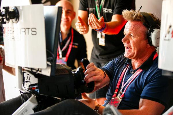 Yas Marina Circuit, Abu Dhabi, United Arab Emirates. Sunday 26 November 2017. Gordon Ramsay tries the E-Sports simulators. World Copyright: Andy Hone/LAT Images  ref: Digital Image _ONY3232