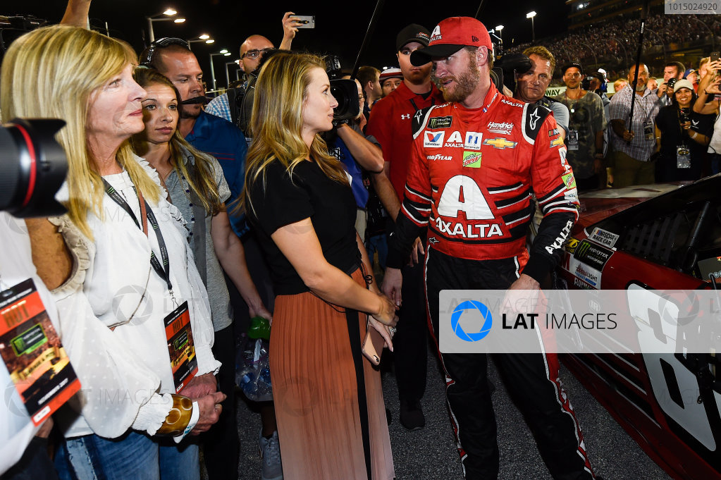 Monster Energy NASCAR Cup Series Ford EcoBoost 400 Homestead-Miami Speedway, Homestead, FL USA Sunday 19 November 2017 Dale Earnhardt Jr, Hendrick Motorsports, Axalta Chevrolet SS, and Wife Amy Reimann Earnhardt. World Copyright: John K Harrelson LAT Images