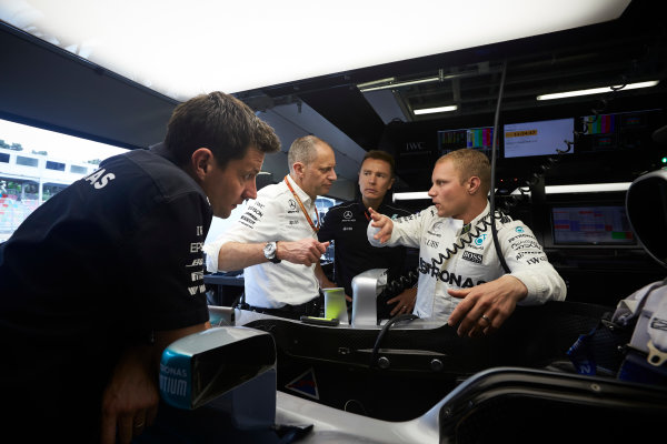 Baku City Circuit, Baku, Azerbaijan. Thursday 22 June 2017. Valtteri Bottas, Mercedes AMG, leans against his cockpit while talking to colleagues in the team's garage, including Tony Ross, Race Engineer, Mercedes AMG.  World Copyright: Steve Etherington/LAT Images ref: Digital Image SNE18997
