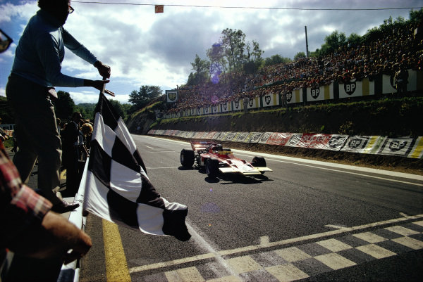 Jochen Rindt, Lotus 72C Ford crosses the finish line in first.