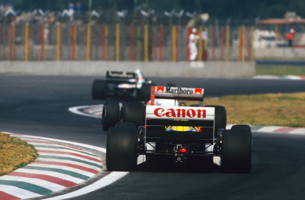 1986 Mexican Grand Prix  Mexico City, Mexico. 9-12th October 1986.  Nelson Piquet, Williams FW11 Honda, follows Alain Prost, McLaren MP4-2C TAG, and Gerhard Berger, Benetton B186 BMW.  Ref: 86MEX36. World copyright: LAT Photographic