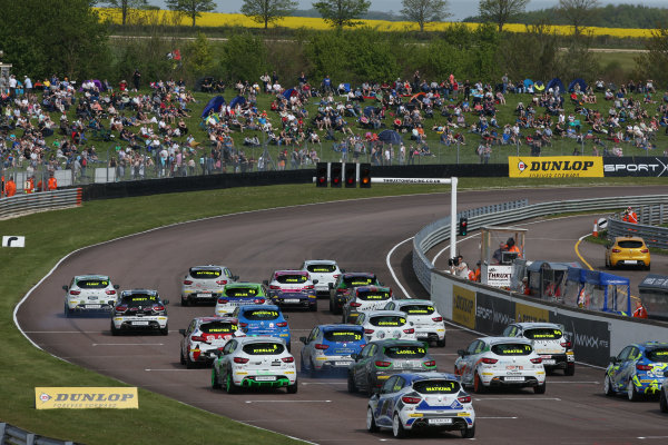 2016 Renault Clio Cup, Thruton, 7th-8th My 2016 Clio Cup Start World copyright. Jakob Ebrey/LAT Photographic