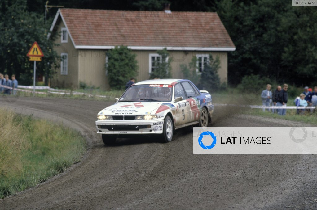 1989 World Rally Championship.1000 Lakes Rally, Finland. 1989.Mikael Ericsson/Claes Billstam (Mitsubishi Galant VR4), 1st position.World Copyright: LAT PhotographicRef: 35mm transparency 89RALLY05