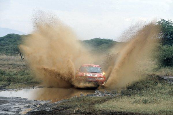 2001 World Rally Championship.Safari Rally, Kenya. 20-22 July 2001.Tommi Makinen/Risto Mannisenmaki (Mitsubishi Lancer Evo6), 1st position.World Copyright: LAT PhotographicRef: 35mm transparency 01RALLY08