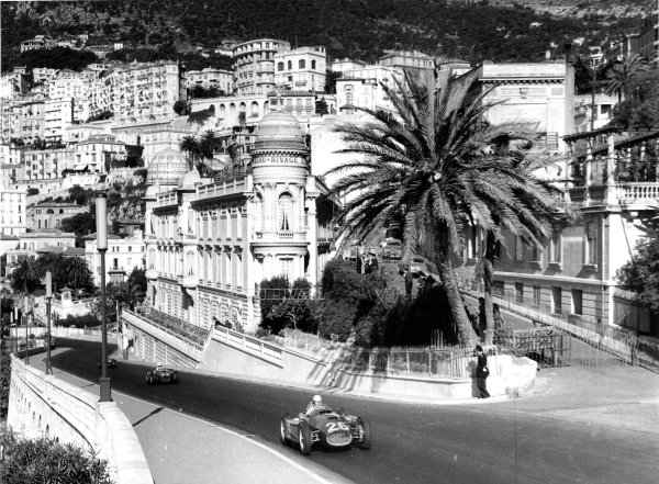 Monte Carlo, Monaco.19-22 May 1955.Alberto Ascari leads Louis Chiron (both Lancia D50). Chiron finished in 6th position but Ascari crashed into the harbour.Published-Autocar 27/5/1955 p728. Ref-S74/1130.World Copyright - LAT Photographic