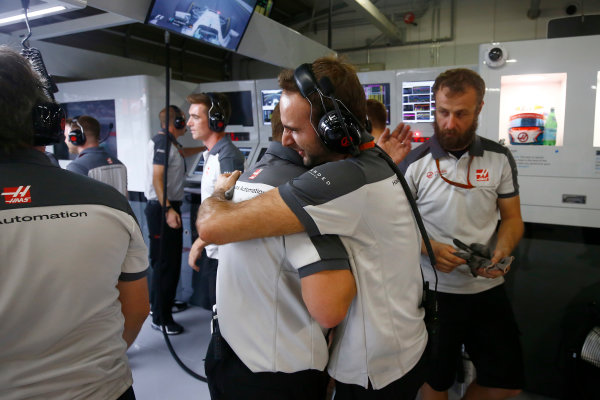 Suzuka Circuit, Japan. Saturday 8 October 2016. Haas F1 engineers celebrate a successful qualifying session. World Copyright: Andrew Hone/LAT Photographic ref: Digital Image _ONZ4677