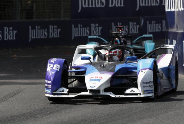 Maximilian Günther (DEU), BMW I Andretti Motorsports, BMW iFE.20 leads Mitch Evans (NZL), Panasonic Jaguar Racing, Jaguar I-Type 4