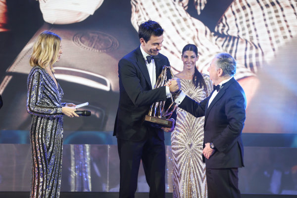 Toto Wolff accepts trophy from Jean Todt with Nicki Shields