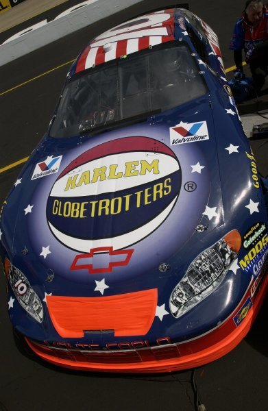 03/26/04 NASCAR Nextel Cup Series.Round 6 of 36. Food City 500. Scott Riggs and his Harlem Globetrotters paint scheme. Bristol, Tennessee, USA.