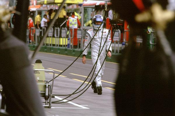 Australian Grand Prix.Albert Park, Melbourne, Australia. 2-4 March 2001.Mika Hakkinen (McLaren Mercedes) walks back to the pits after crashing out of the race.World Copyright - Steven Tee/LAT Photographic ref: 35mm Image Aus A08
