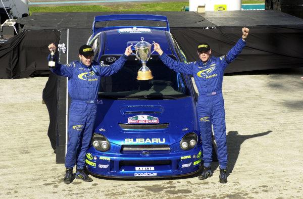 2001 World Rally Championship. Rally of New Zealand. September 20-23, 2001. Auckland, New Zealand. Richard Burns celebrates with the winners trophy. Photo: Ralph Hardwick/LAT