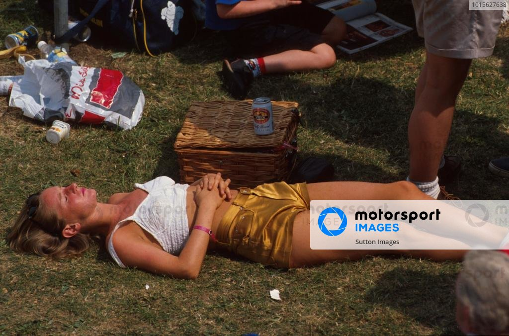 Trying to get some sleep, not an easy thing at a GP!! British GP, Silverstone, England, 15 July 1990