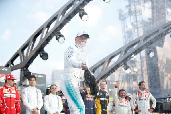London, United Kingdom.  Wednesday 12 July 2017. Valtteri Bottas, Mercedes AMG, sprays Champagne. World Copyright: Joe Portlock/LAT Images  ref: Digital Image _L5R8770