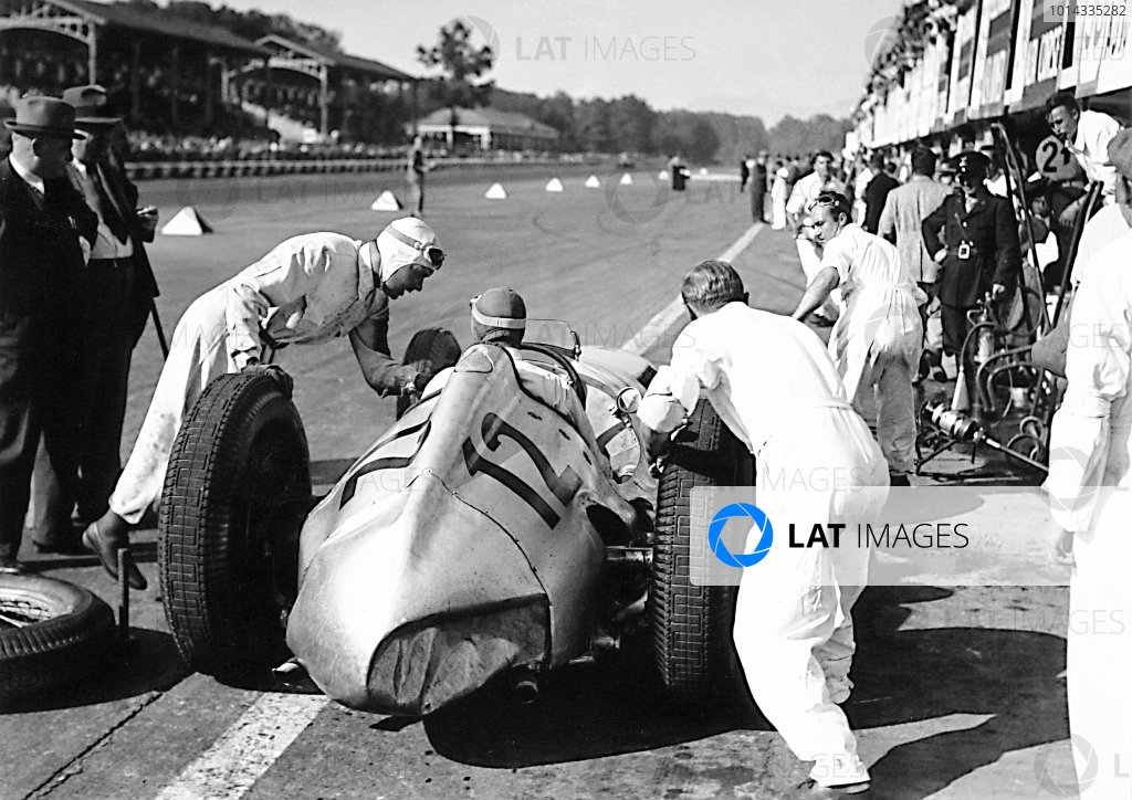 1938 Italian Grand Prix. Monza, Italy. 11 September 1938. Rudolf Caracciola (out of car, left) hands over to Manfred von Brauchitsch, Mercedes-Benz W154, 3rd position, pitstop, action. World Copyright: Robert Fellowes/LAT Photographic Ref: 38ITA01