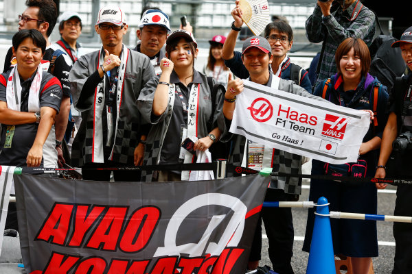 Suzuka Circuit, Japan. Thursday 05 October 2017. Fans with a banner for Ayao Komatsu, Chief Race Engineer, Haas F1. World Copyright: Andy Hone/LAT Images  ref: Digital Image _ONZ0550