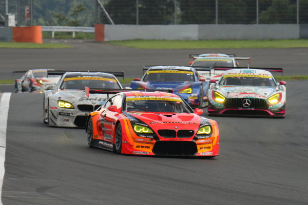 2017 Japanese Super GT Series. Fuji, Japan. 5th - 6th August 2017. Rd 5. GT300 Start of the race action World Copyright: Yasushi Ishihara / LAT Images. Ref: 2017JSGT_Rd5_008