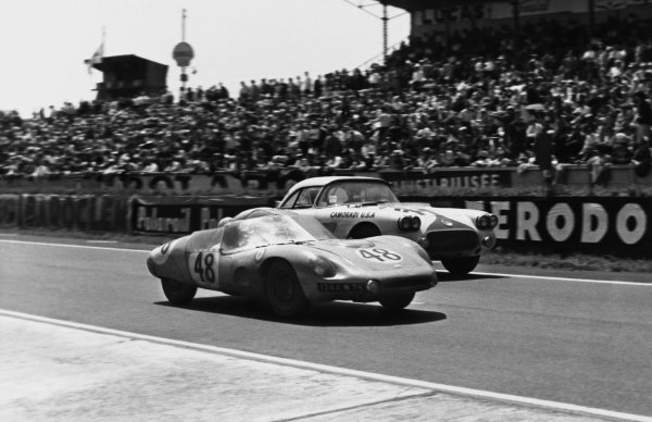 Le Mans, France. 25th - 26th June 1960 Paul Armagnac/Gerard Laureau (D B. HBR4 Panhard), 15th position, leads Lou Lilley/Fred Gamble (Chevrolet Corvette), Not Classified, action World Copyright: LAT Photographic Ref:  B/WPRINT.
