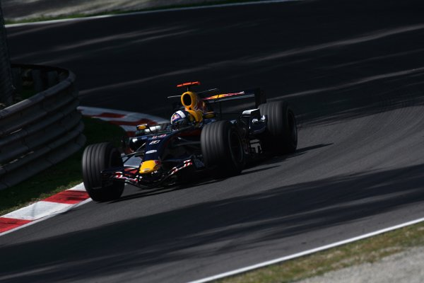2007 Italian Grand Prix - Friday PracticeAutodromo di Monza, Monza, Italy.7th September 2007.David Coulthard, Red Bull Racing RB3 Renault. Action. World Copyright: Steven Tee/LAT Photographicref: Digital Image YY2Z8300