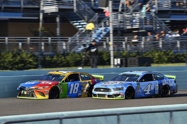 #18: Kyle Busch, Joe Gibbs Racing, Toyota Camry M&M's and #4: Kevin Harvick, Stewart-Haas Racing, Ford Mustang Busch Light