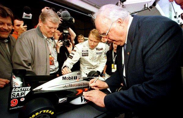 1997 Luxembourg Grand Prix.Nurburgring, Germany.26-28 September 1997.Mika Hakkinen (McLaren Mercedes-Benz) meets the German Chancellor Helmut Kohl.World Copyright - LAT Photographic