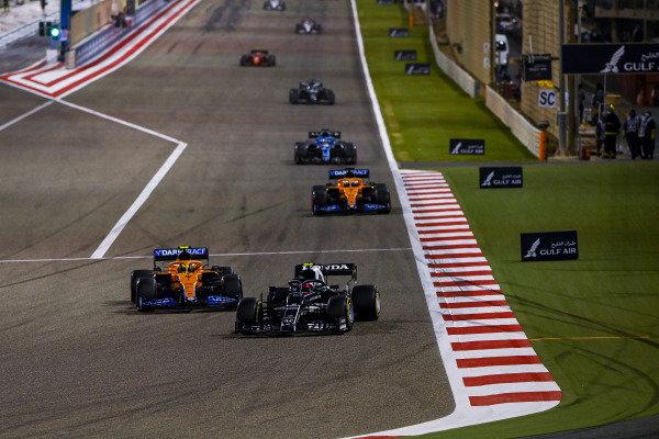 Pierre Gasly, AlphaTauri AT02, leads Lando Norris, McLaren MCL35M, Daniel Ricciardo, McLaren MCL35M, and Fernando Alonso, Alpine A521