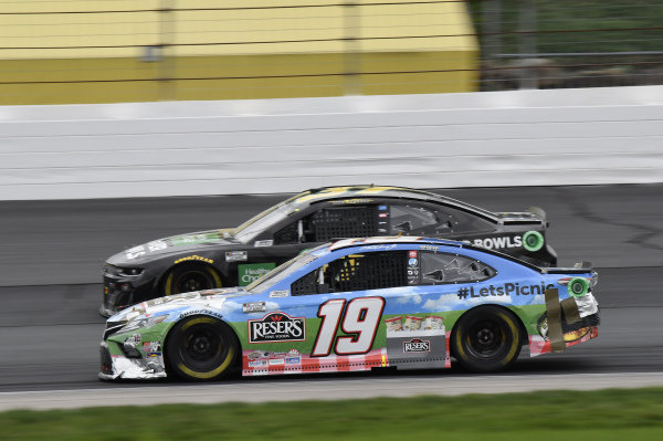 #19: Martin Truex Jr., Joe Gibbs Racing, Toyota Camry Resers Fine Foods #LetsPicnic, #37: Ryan Preece, JTG Daugherty Racing, Chevrolet Camaro Healthy Choice Power Bowls