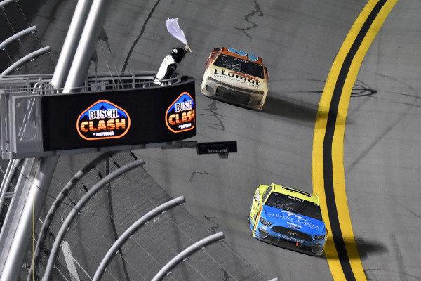 #12: Ryan Blaney, Team Penske, Ford Mustang Menards/Great Lakes Flooring and #9: Chase Elliott, Hendrick Motorsports, Chevrolet Camaro Llumar
