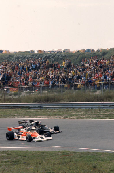 1977 Dutch Grand Prix.Zandvoort, Holland.26-28 August 1977.James Hunt (McLaren M26 Ford) and Mario Andretti (Lotus 78 Ford).Ref-77 HOL 15.World Copyright - LAT Photographic