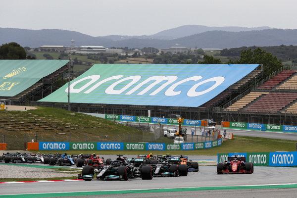 Sir Lewis Hamilton, Mercedes W12, leads Valtteri Bottas, Mercedes W12, Charles Leclerc, Ferrari SF21, Daniel Ricciardo, McLaren MCL35M, Esteban Ocon, Alpine A521, and the remainder of the field on the opening lap