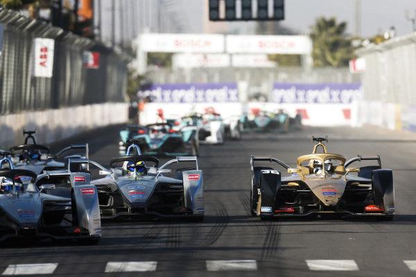 Edoardo Mortara (CHE) Venturi Formula E, Venturi VFE05, leads Felipe Massa (BRA), Venturi Formula E, Venturi VFE05, and Andre Lotterer (DEU), DS TECHEETAH, DS E-Tense FE19