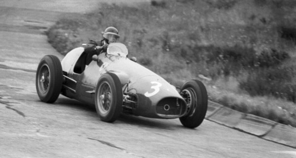 1954 German Grand Prix.Nurburgring, Germany.30/7-1/8 1954.Mike Hawthorn (Ferrari 625). He took over Gonzalez's car to finish in 2nd position.World Copyright - LAT Photographic