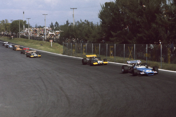 1969 Mexican Grand Prix.  Mexico City, Mexico. 17-19th October 1969.  Jackie Stewart, Matra MS80 Ford, leads Jacky Ickx, Brabham BT26A Ford, into the hairpin.  Ref: 69MEX06. World Copyright: LAT Photographic