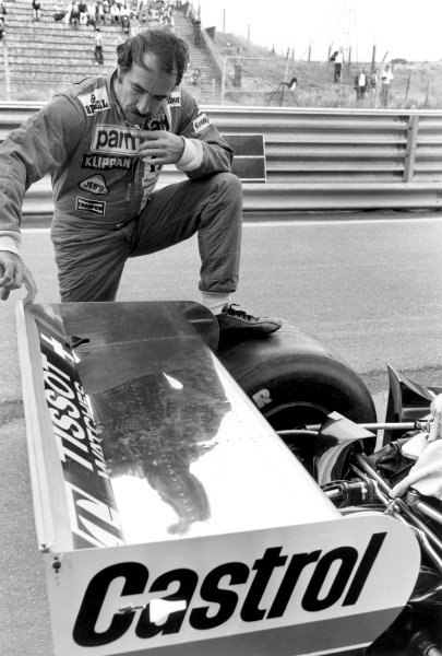 Zandvoort, Holland. 26-28 August 1977.Clay Regazzoni (Ensign N177-Ford), retired, portrait. World Copyright: LAT Photographic.Ref:  B/W Print.