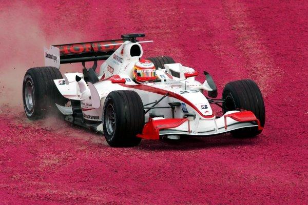 Yuji Ide (JPN) Super Aguri F1 SA05 runs wide. Formula One World Championship, Rd 3, Australian Grand Prix, Practice, Albert Park, Melbourne, Australia, 31 March 2006.  DIGITAL IMAGE BEST IMAGE