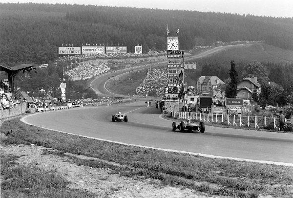 1962 Belgian Grand Prix Spa-Francorchamps, Belgium.  1962 Carel Godin de Beaufort (Porsche 718) leads a Ferrari Dino 156 passed the pits towards Eau Rouge World Copyright: LAT PhotographicRef: Autosport b&w print
