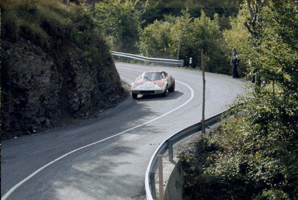 1974 World Rally Championship. Sanremo Rally, Italy. 2-5 October 1974. Sandro Munari/Mauro Mannucci (Lancia Stratos), 1st position. World Copyright: LAT Photographic Ref: 35mm transparency 74RALLY01