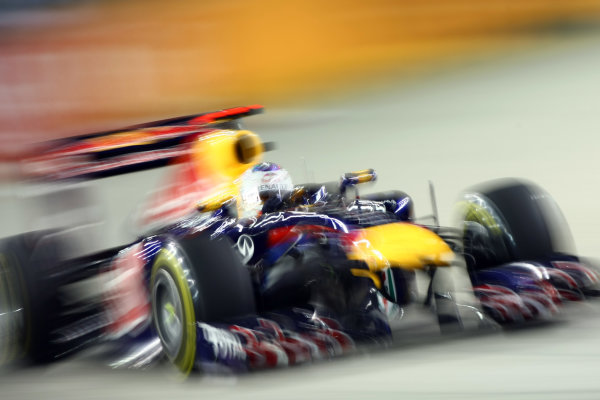 Marina Bay Circuit, Singapore.24th September 2011.Sebastian Vettel, Red Bull Racing RB7 Renault. Action. World Copyright: Andy Hone/LAT Photographicref: Digital Image CSP28167