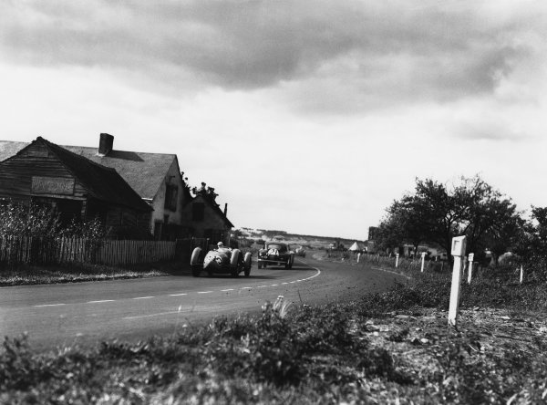 Le Mans, France. 24th - 25th June 1950 Louis Rosier/Jean-Louis Rosier (Talbot Lago T26 GS), 1st position, chases Charles Brackenbury/Reg Parnell (Aston Martin DB2), 6th position, action. World Copyright: LAT Photographic Ref: Autocar Glass Plate C27262.