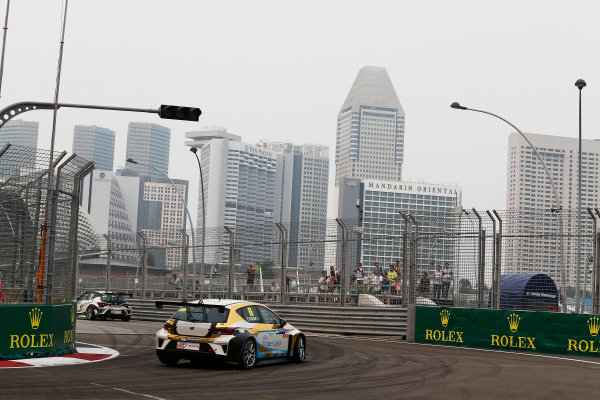 2015 TCR International Series Round 9. Marina Bay Circuit, Singapore. Friday 18 September 2015. F.Souza, Car No.66. World Copyright: Sam Bloxham/LAT Photographic. ref: Digital Image _SBL6123
