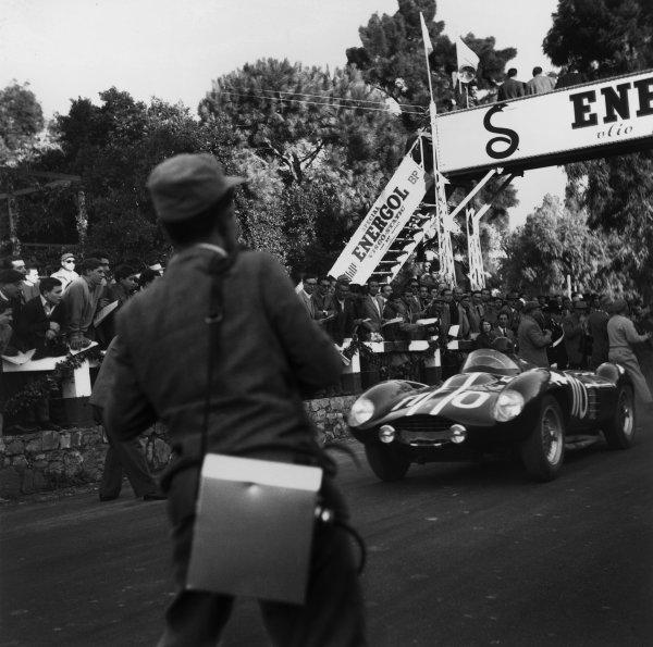 Piccolo Madonie, Sicily, Italy. 16th October 1955.Carroll Shelby/Gino Munaron (Ferrari 750 Monza), retired, action. World Copyright: LAT Photographic.Ref:  B/W Print.