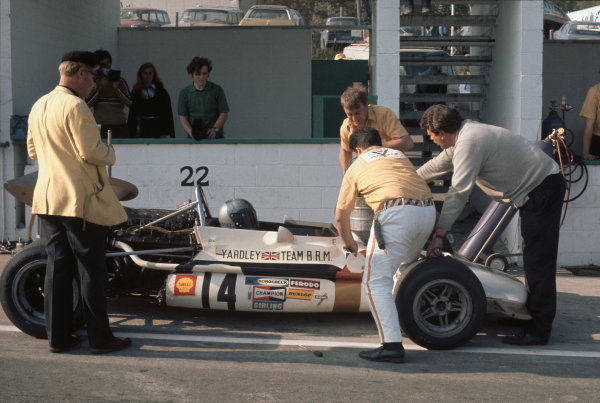 1970 Canadian Grand Prix. Mont-Tremblant, (St. Jovite), Canada. 18th - 20th September 1970. Pedro Rodriguez (B.R.M. P153), 4th position, mechanics work on the car in the pit lane, portrait.  World Copyright: LAT Photographic. Ref:  70 CAN 09.
