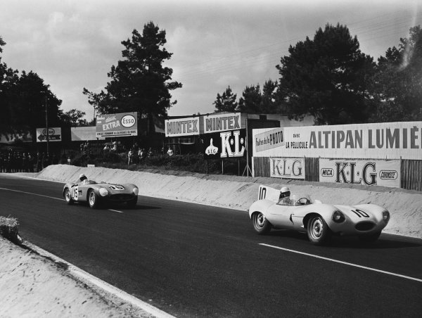 Le Mans, France. 11th - 12th June 1955 Johnny Claes/Jacques Swaters (Jaguar D-type), 3rd position, leads Roberto Mieres/Cesare Perdisa (Maserati 300S), retired, action. World Copyright: LAT Photographic Ref: B/W Print.
