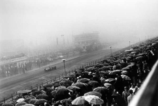 1968 German Grand Prix.Nurburgring, Germany. 4 August 1968.Action in the wet.World Copyright: LAT PhotographicRef: L68/762 #17A