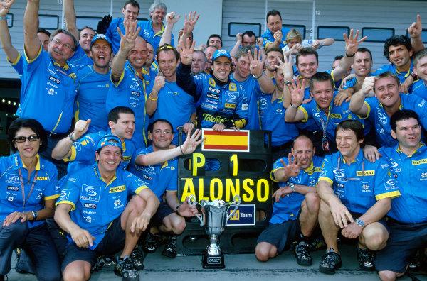 2005 European Grand Prix Nurburgring, Germany. 27th - 29th May. The Renault team celebrate winning the European grand prix World Copyright: LAT Photographic ref: 35mm Image: 05Monaco07