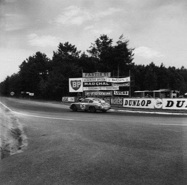 Le Mans, France. 10th - 11th June 1961.Herbert Linge/Ben Pon (Porsche 695 GS), 10th position, action. World Copyright: LAT Photographic.Ref:  9059.