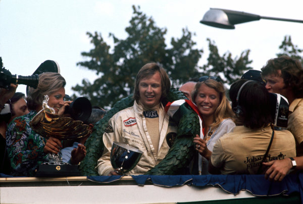 1973 Italian Grand Prix.  Monza, Italy. 7-9th September 1973.  Ronnie Peterson, Lotus, 1st position, on the podium with wife Barbro.  Ref: 73ITA11. World Copyright: LAT Photographic