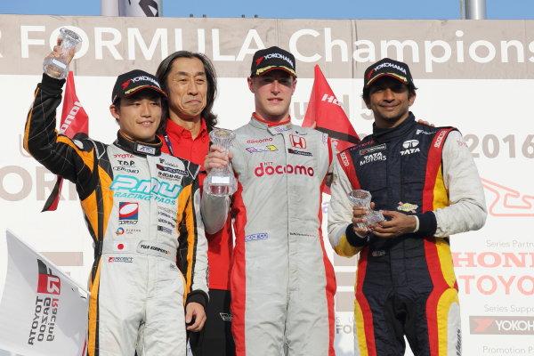 2016 Japanese Super Formula. Okayama, Japan.  Saturday 10 September 2016. Rd 5. Race1 Winner Stoffel Vandoorne ( #41  DOCOMO DANDELION M41S SF14 ) 2nd position Yuji Kunimoto  ( #2 P.MU/CERUMO · INGING SF14 ) 3rd position Narain Karthikeyan ( #7 SUNOCO TEAM LEMANS SF14 ) podium World Copyright: Yasushi Ishihara/LAT Photographic Ref : 2016SF_Rd5_R1_013