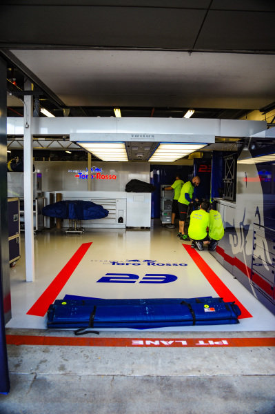 Garage of Alexander Albon, Scuderia Toro Rosso STR14